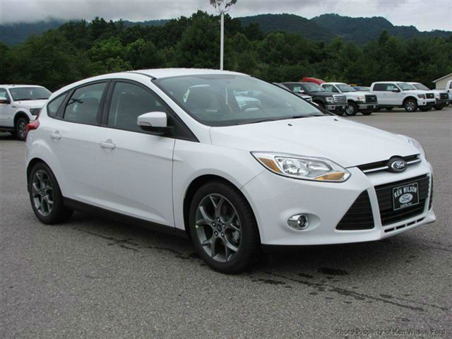 2014 ford focus hatchback se automatic. Black Bedroom Furniture Sets. Home Design Ideas