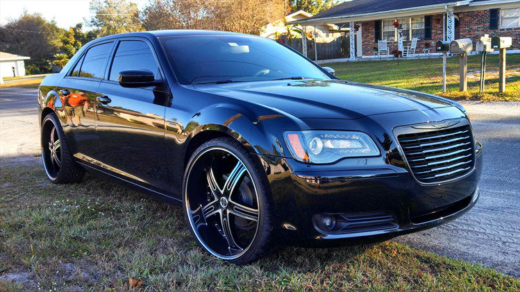 2013 Chrysler 300 On 24s