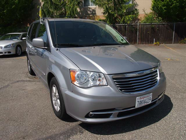 2013 chrysler town and country van. Black Bedroom Furniture Sets. Home Design Ideas