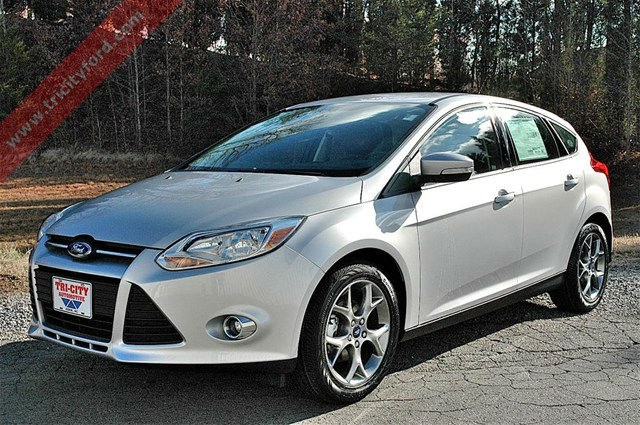 2013 ford focus se hatchback white. Black Bedroom Furniture Sets. Home Design Ideas