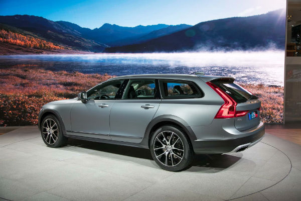 2017 Volvo XC70 Discontinued